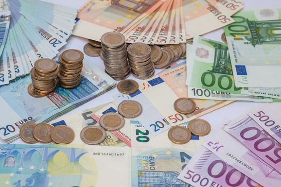 Ranka Savić: Mislim da većina hoće uzeti 100 evra, naročito što se onlajn mogu prijaviti. Sada pogotovo kada je kriza, i mnogi od njih su izgubili posao i trenutno ne rade