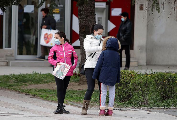 zastitne maske i za mladju populaciju stanovnistva 010420 foto Nenad Pavlovic 001