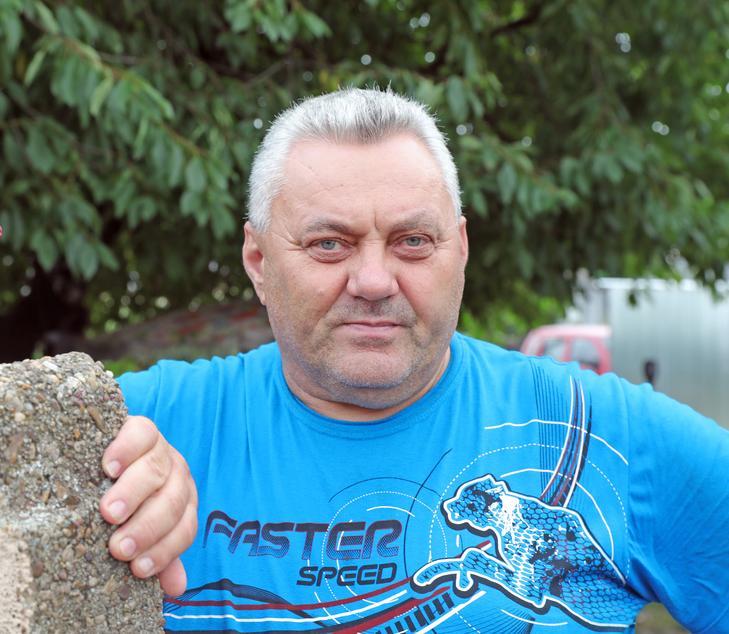 Miki bácsi nem csak igazolást, oltást is kapott /Fotó: Varga Imre