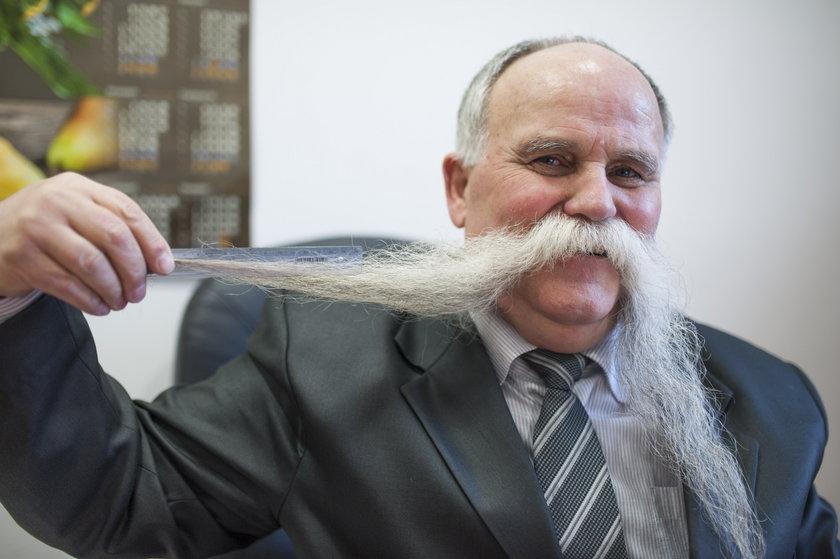 Ma najdłuższe wąsy w kraju!