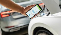 Jak złodziej ukradnie twój samochód? Eksperci alarmują: Wystarczy smartfon