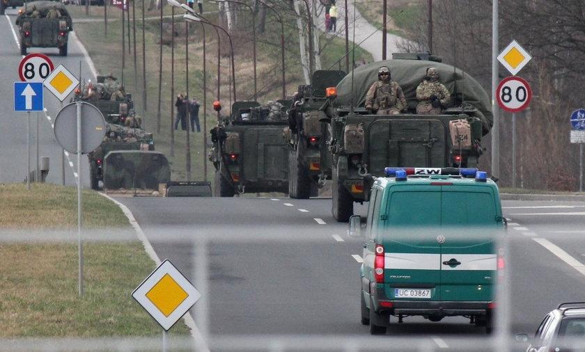 """Amerykanie """"zgubili"""" skrzynie z amunicją na autostradzie"""