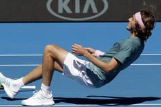 NE MORA NIKO DA TE UŠTINE - BUDAN SI! Mladi Grk ŽIVI SAN: Izbacio Federera, pa izborio POLUFINALE Australijan opena /VIDEO/