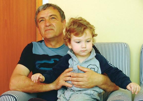 Mali Igor sa ocem Brankom (Foto: