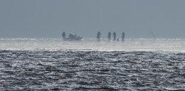 Akcja ratunkowa na jeziorze. Ludzie utknęli na krze