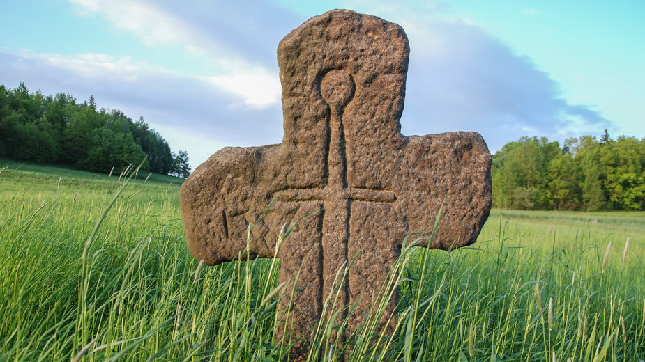 Kamienne krzyże pojednania - pamiątki zbrodni i przebaczenia sprzed wieków