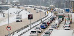 Pogodowy armagedon w całej Polsce! Zima znów zaskoczyła drogowców...