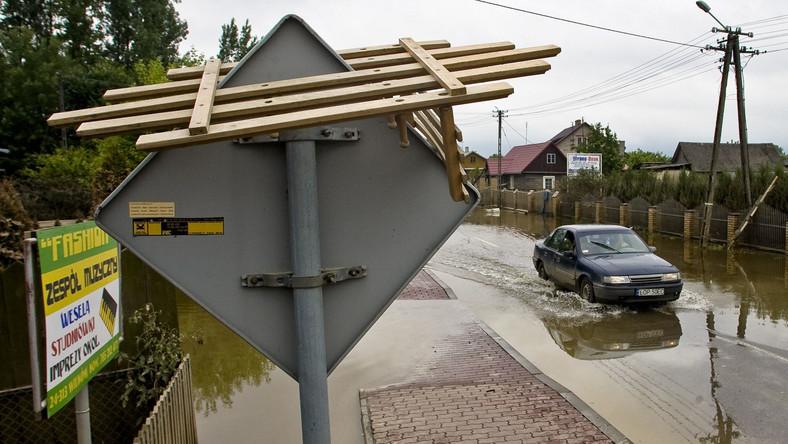 Poziom wody na Lubelszczyźnie spada. Mieszkańcy zalanej wsi Wilków zaczynają wracać do swoich gospodarstw