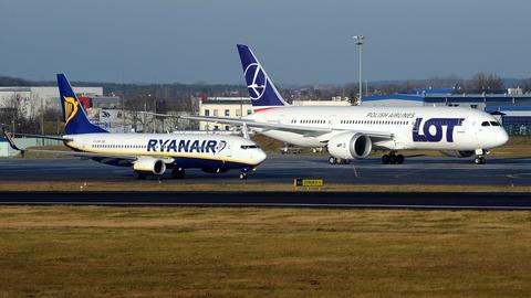 Ryanair z Lotniska Chopina w Warszawie obsługuje jedno połączenie, z Modlina - ponad 50 tras