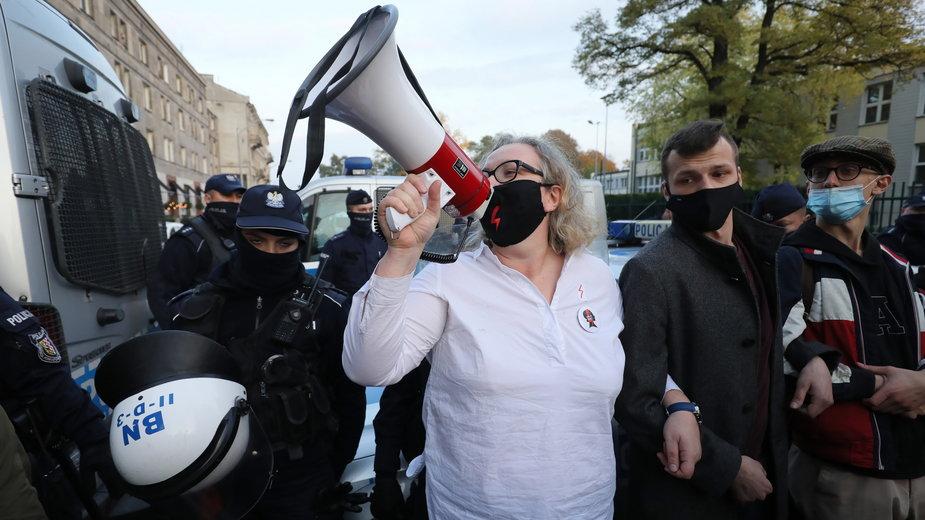 Czy policja będzie wyłapywać organizatorki protestów? Na zdjęciu jedna z nich - Marta Lempart