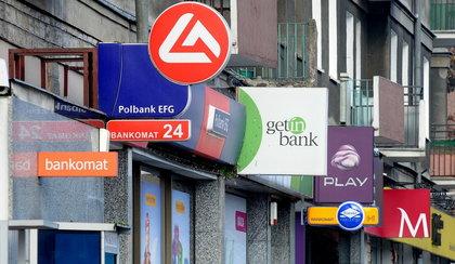Sprzedali bank. Czego mogą obawiać się klienci?
