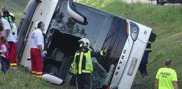 Tragiczny wypadek autokaru z Polakami. Nie żyje jedna osoba, dziesiątki rannych
