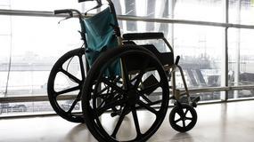 73-latek przez kilka godzin błąkał się po lotnisku, bo obsługa nie pomogła wejść mu do samolotu