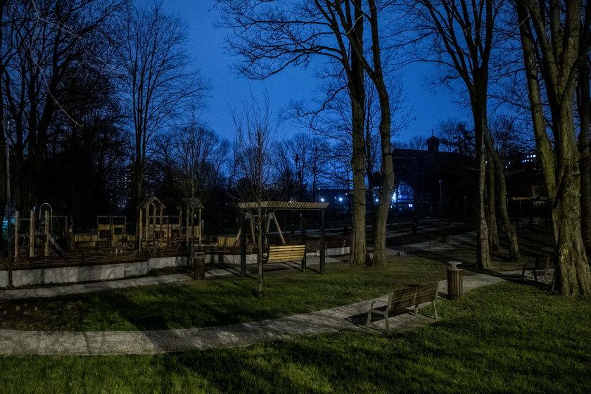 Ogród nad Sudołem tonie w ciemnościach