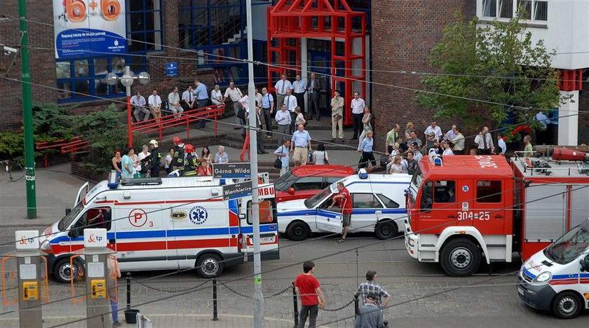 Butelkę ze żrącym kwasem rozbiła się w jednej z poznańskich aptek. Przez żrącą substancję aż sześć osób wylądowało w szpitalu