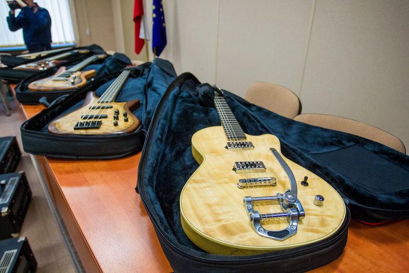Poznańscy policjanci odzyskali gitary warte fortunę