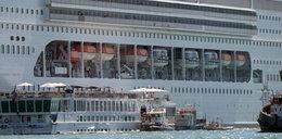 Wycieczkowiec omal nie roztrzaskał się o brzeg Wenecji. Wstrząsające nagranie!