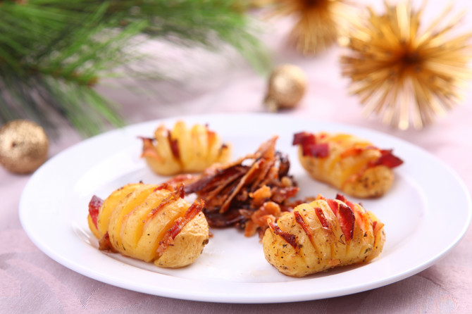 Krompir sa slaninicom je idealan prilog uz svako pečenje