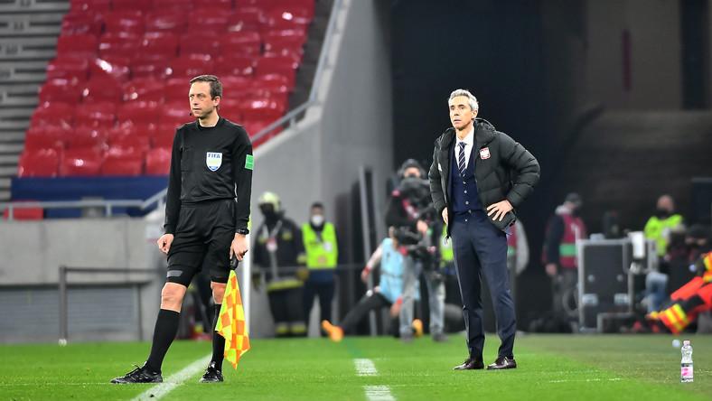 Trener reprezentacji Polski Paolo Sousa (P) podczas meczu eliminacyjnego piłkarskich mistrzostw świata z Węgrami w Budapeszcie