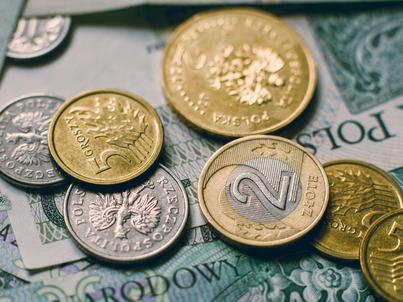Zniszczone banknoty i monety możemy wymienić w dowolnym banku w Polsce