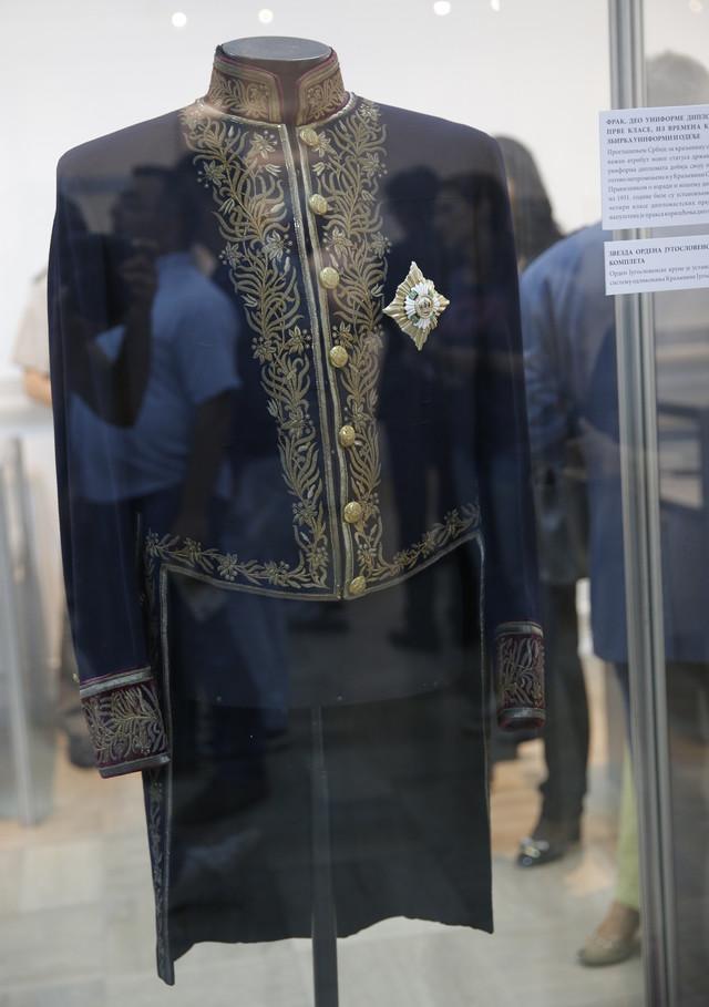 Frak, deo uniforme diplomatskog predstavnika prve klase iz vremena Kraljevine Jugoslavije sa zvezdom Ordena Jugoslovenske krune I stepena (ustanovljene 1930)