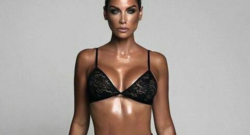 Veteran model, Nicole Murphy, flaunts sexy bod in lingerie