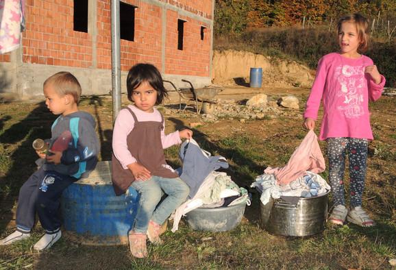 Deca su dobra i skromna, kaže njihova majka Marija