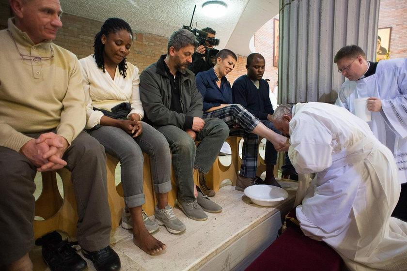 W tym roku po raz pierwszy legalnie papież obmyje stopy kobietom