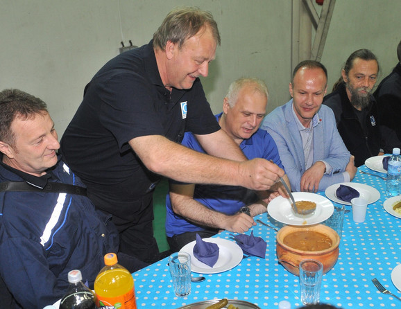 Vesić i Čupković na pasulju