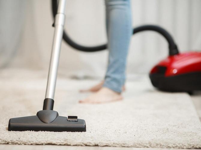 Celog života POGREŠNO USISAVATE KUĆU: Samo ako to radite U OVOM SMERU kuća će vam biti zaista čista