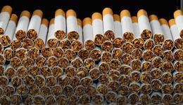 Chciał przemycić ponad tysiąc paczek papierosów