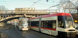 Nowa trakcja tramwajowa pod wiaduktem na Hallera gotowa