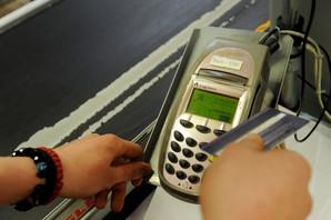 Ako planirate da mali račun PLATITE KARTICOM, prodavac može da vas odbije i verovali ili ne, na to IMA PRAVO