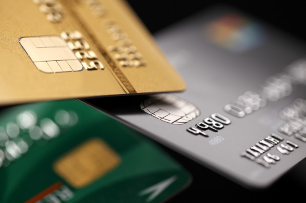 Konsekwencją wskazywaną przez ponad połowę (53%) badanych jest redukcja zatrudnienia w bankach, a 45% bankowców jest zdania, że nowe obciążenia fiskalne wpłyną na spowolnienie akcji kredytowej