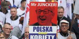 """Protest """"Solidarności"""" przed siedzibą KE w Warszawie. """"Ręce precz od Polski!"""""""