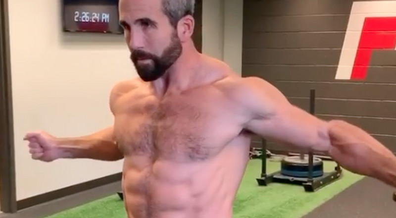 Finish Off Your Chest and Abs in One Circuit