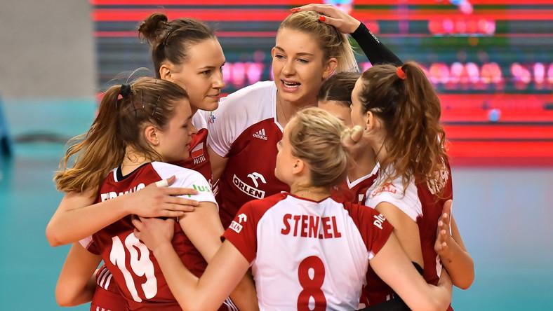 Polki cieszą się podczas sparingowego meczu siatkarek z Czechami, w Wałbrzychu