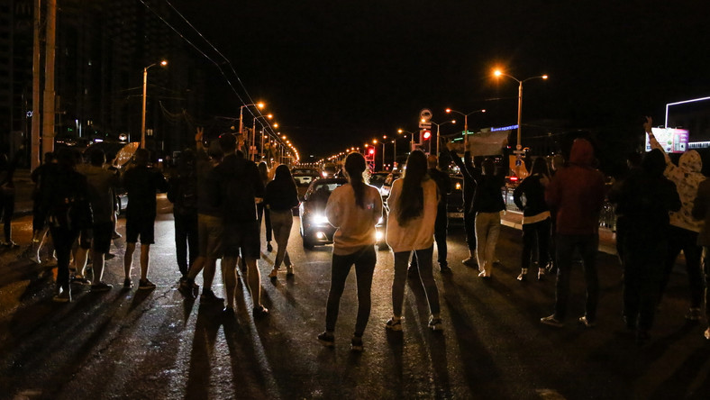 Nocne protesty w Mińsku