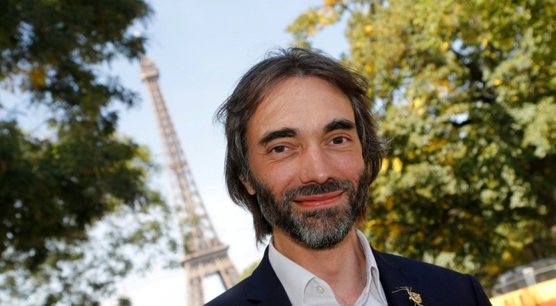Maths whizz splits with Macron over Paris mayor bid
