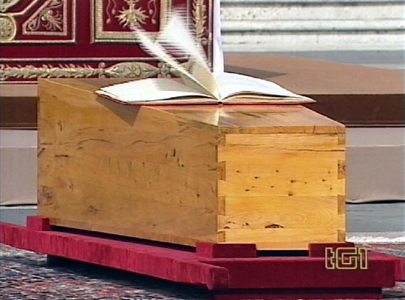 Uroczystośći pogrzebowe Papieża Jana Pawła II na placu Świętego Piotra w Rzymie, 08.04.2005. fot. Agenzia Aldo Liverani/NEWSPIX.PL