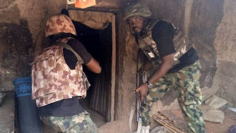 Troops raid bandits' camps, kill one, arrest 4 in Benue, Nasarawa. [Twitter/@DefenceInfoNG]