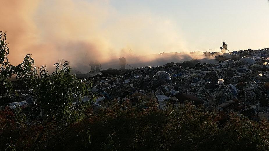Pożar składowiska w Mostkach