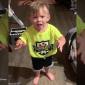 Ovaj mališan pokušava da objasni tati na NAJSLAĐI NAČIN da ga mama NIJE POLJUBILA pre posla