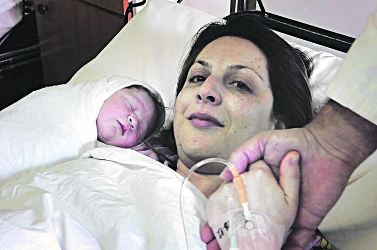 porodilja kristina kljajic sa bebom 1