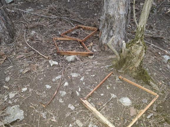 Razvaljene košnice nađene i u šumi
