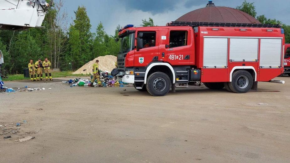 Przyczyną pożaru miał być samozapłon śmieci, który nastąpił w wyniku kontaktu odpasów z nieznaną substancją