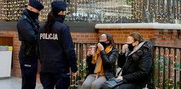 Policjanci sprawdzali, czy klienci galerii handlowych stosują się do obostrzeń. Posypały się mandaty!
