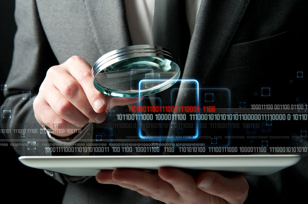 Instytucje płatnicze to podmioty oferujące usługi finansowe, w tym przede wszystkim banki, agencje rozliczeniowe oraz inne, licencjonowane podmioty. Ich rejestr prowadzi Komisja Nadzoru Finansowego, która weryfikuje czy akredytowana firma spełnia wszystkie, surowe wymagania bezpieczeństwa. Obecność takiego podmiotu w rejestrze dostawców usług płatniczych można w każdej chwili sprawdzić w wyszukiwarce dostępnej na stronie internetowej Komisji Nadzoru Finansowego. Dodatkowo można prześledzić rejestr licencjonowanych Agentów Rozliczeniowych prowadzony przez Narodowy Bank Polski. Jeżeli firma znajduje się na listach, możemy być spokojni o nasze środki finansowe. Źródło: www.dotpay.pl
