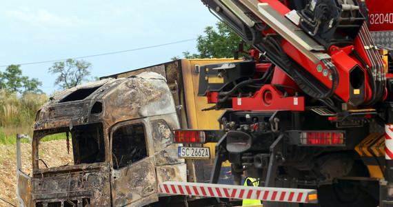A1 wypadek. Bogusławice: Zderzenie dwóch ciężarówek i autokaru ...