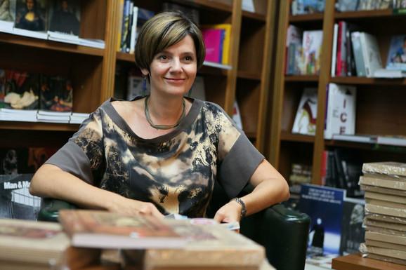 Marija Šajkaš potpisivala je drugo izdanje romanau knjižari